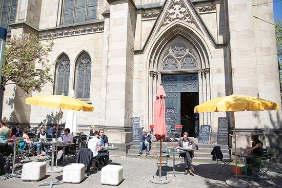 Open Church Basel : Unsere Café-Bar erwartet Sie ab 7Uhr morgens mit frischen Köstlichkeiten