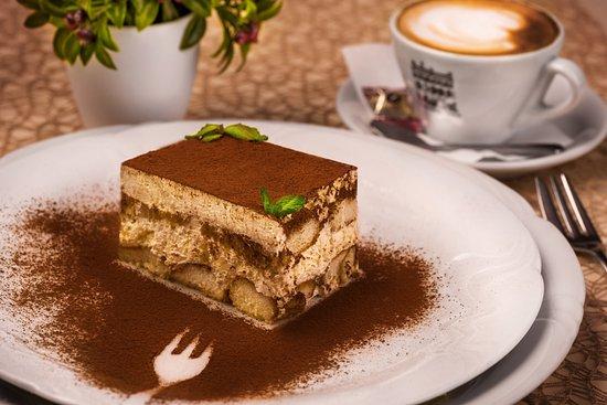 Cafe - Restaurant Maraton : Tradičné tiramisu z pravých talianskych surovín/ Handmade tiramisu made from original recipe.