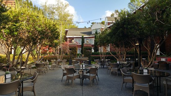Menlo Park, CA: Courtyard seating
