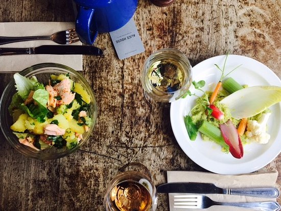 Alice House Queen's Park: Lunchtime Salads