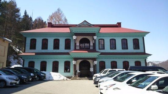 Old Minami Aidu-gun Government Office: 外観。手前が駐車場。