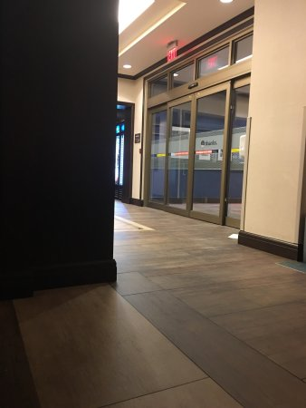 Hampton Inn by Hilton Toronto Airport Corporate Centre: photo1.jpg