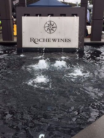 Newcastle, Australien: Roche Wines Entry