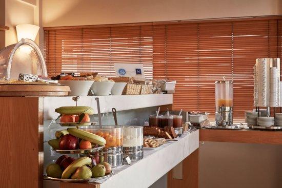 Philippos Hotel: Buffet Breakfast
