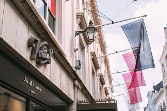 St. Helier, UK: Voisins Department Store, King Street