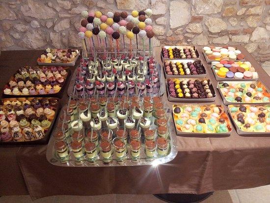 Lavagno, Italia: Buffet minicupcake, mousse, bignè, macarons, cake pops, mini brownies