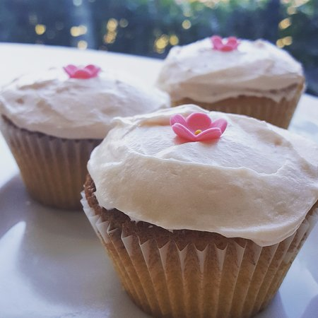 Newbridge, Ireland: For Mother's Day we created prosecco soaked strawberry cupcakes!