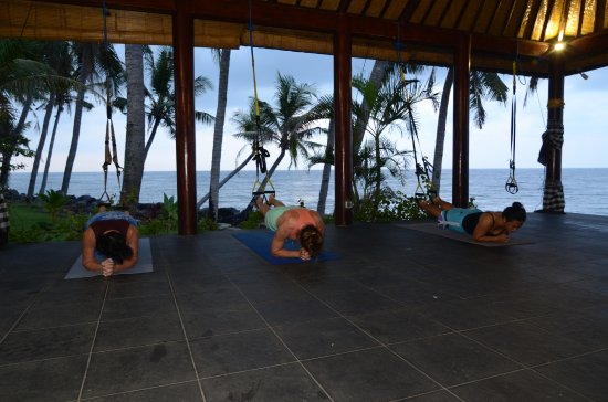 Resort Relax Bali: Core and TRX training