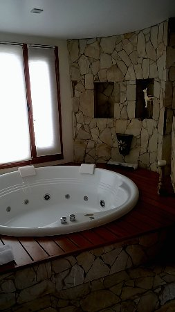 Kkala Boutique Hotel: Jacuzzi (in the 'living room' area)