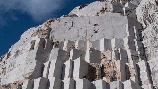 Tour cave di marmo carrara picture of tau touring for Marmo di carrara prezzo