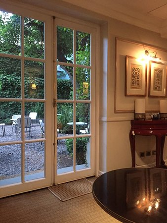Le Reve Hotel Boutique: Looking out to the Courtyard