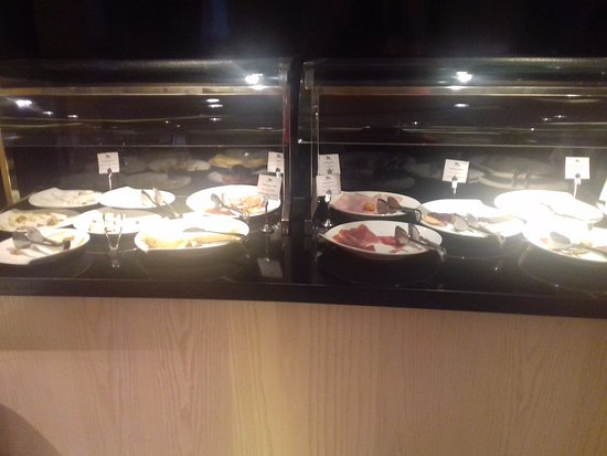 Alfonso Hotel: Surtido de salado: embutido, quesos