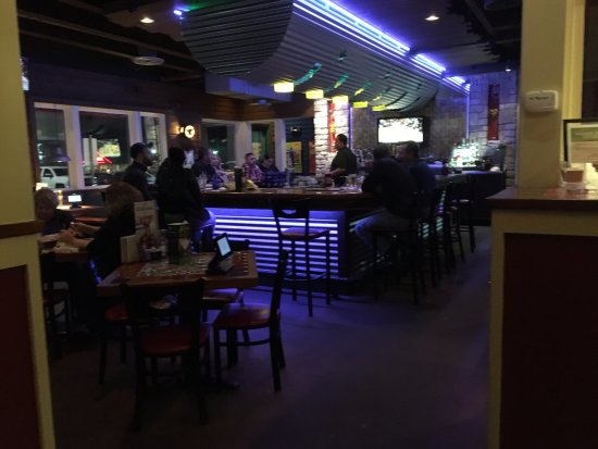Liverpool, NY: Chili's - bar area
