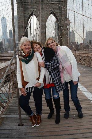 PhotoTrek Tours: Brooklyn Bridge with BFFs