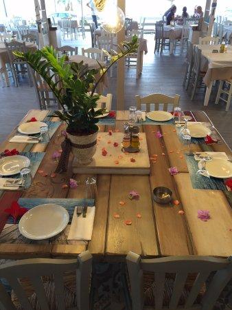 Vrachos, Yunani: εστιατόριο πάνω στη θάλασσα