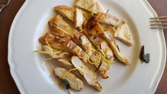 Marsciano, İtalya: Tagliata di pollo con fili di limone ed erbe aromatiche