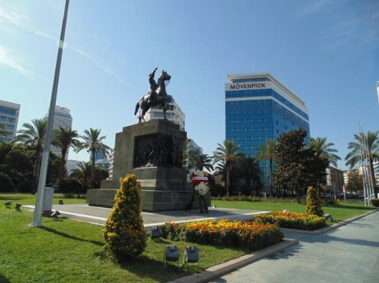 Izmir Cumhuriyet Square