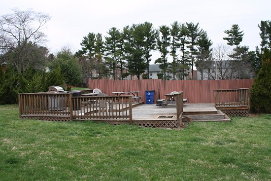 ANS Inn & Suites, Winchester: Grilling/Picnic area