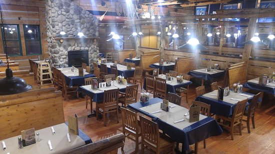 Montana's BBQ & Bar: The dining room