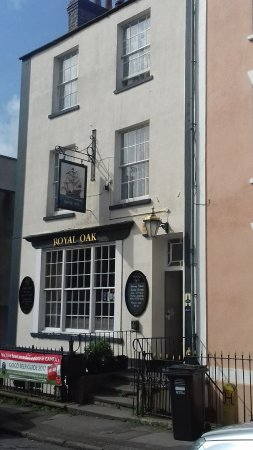 Clevedon, UK: The Royal Oak main entrance on Copse Road