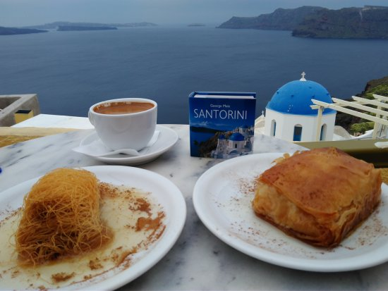 Melenio Cafe: Greek pastries and coffee overlooking caldera