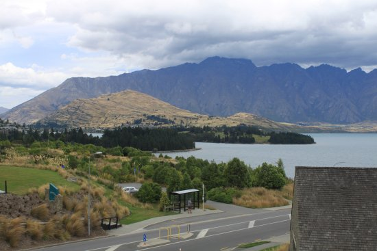 Heritage Queenstown: View to Lake Wakatipu from Room