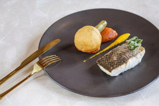 Ile-de-France, França: Plat du restaurant gastronomique