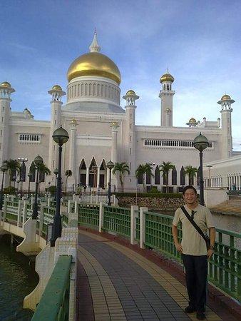 Sultan Omar Ali Saifuddin Mosque : FB_IMG_1490774296929_large.jpg