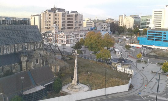 Novotel Christchurch Cathedral Square Hotel: View of ruined Cathedral and Cathedral Square