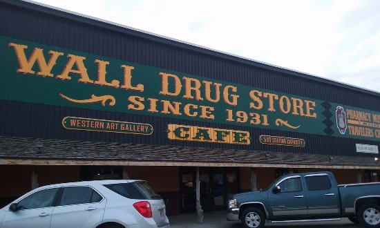 Wall Drug Store Cafe: Outside front