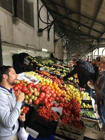 Taste Porto: Luis showing us the market