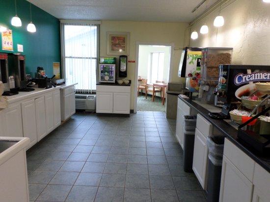 Quality Inn Bangor Airport: Continental Breakfast room