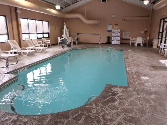 Quality Inn Bangor Airport: Indoor heated pool
