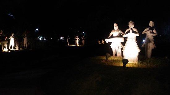 Sculptures of dance forms inside Nehru Park