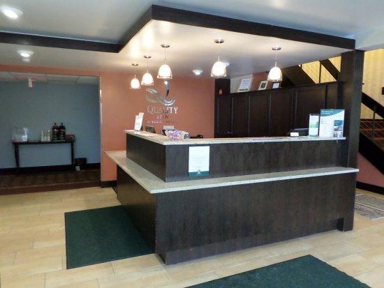 Quality Inn Bangor Airport: Front Desk/ Lobby