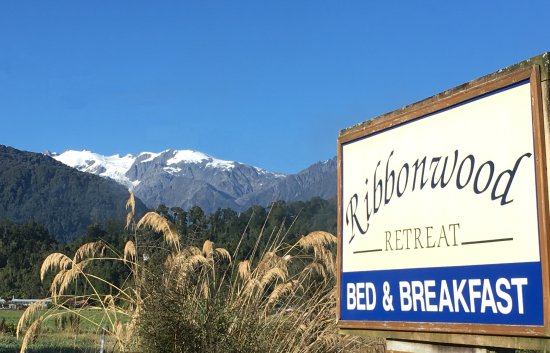 Ribbonwood Retreat : Easy to find, just off of the highway, 5-6 minutes from FJG.