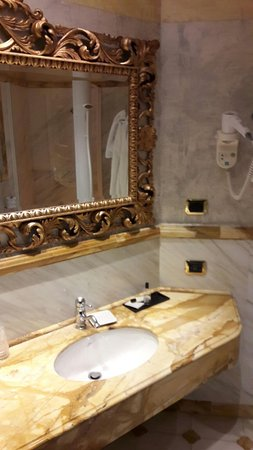 Hotel San Anselmo: Bathrooms are fantastic, though not brand new but very clean