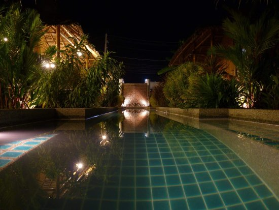 Bamboo Heaven Home: Swimming pool night