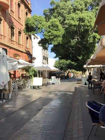 IL PONTE: Eingangsbereich mit Terrasse und Blick in die Straße La Noria