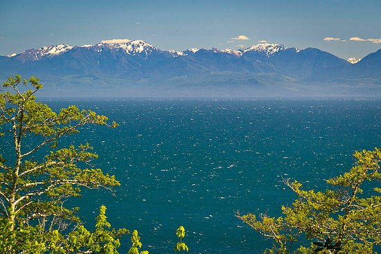 Orveas Bay Resort: View Juan de Fuca Strait and Olympic Mountains