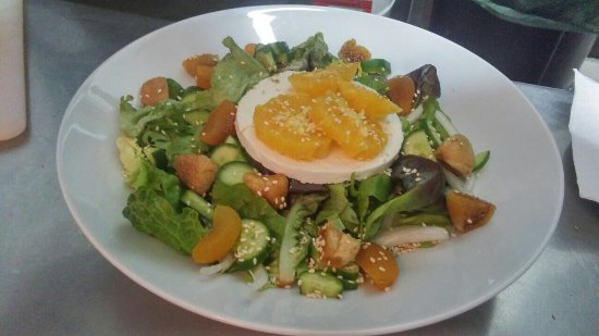 Imogen's Inn Taverna: The mannouri and orange salad