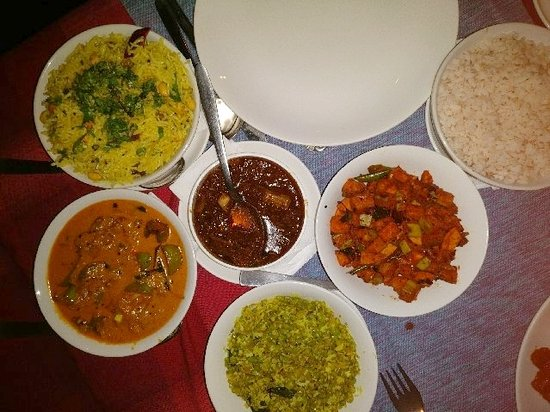 Soma Kerala Palace: Typical Kerala cusine served to us!