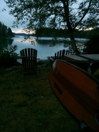 Red Crow Guesthouse: Evening calm on the inlet.