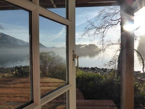 Red Crow Guesthouse: Fresh air and sunshine - the most peaceful mornings.