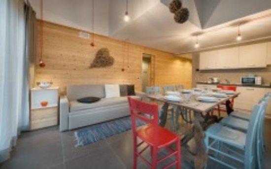 Soggiorno e cucina - Picture of Appartamenti Astra, Livigno ...