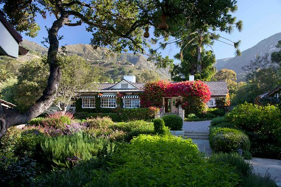 San Ysidro Ranch, a Ty Warner Property: Hacienda guest reception building with mountains