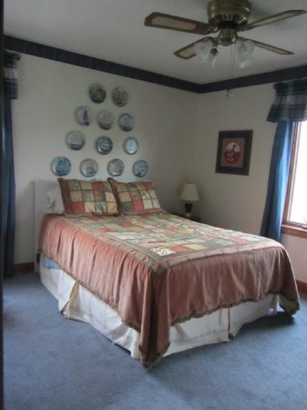 Muncie, Индиана: Here is the mirror view look at the River Room.