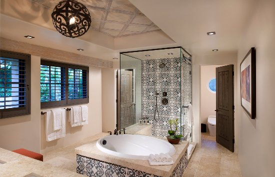 Rancho Valencia: Our spacious casita bathroom.