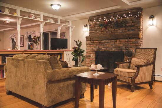 Berkshire Hills Country Inn: relax with friends
