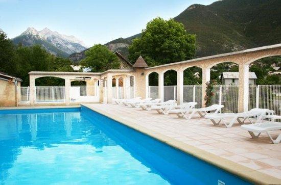 Guillestre, France: la piscine chauffée extérieure de juin à septembre